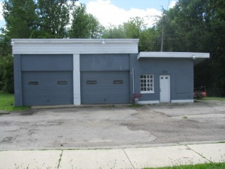 Commercial Building , Nice lot ready to open any automotive business. 2 lifts, air hoses and compressor included! Call Steve Smith 937-441-3627