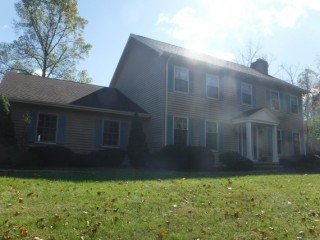 Beautiful Colonial 2-story Family Home in wooded area