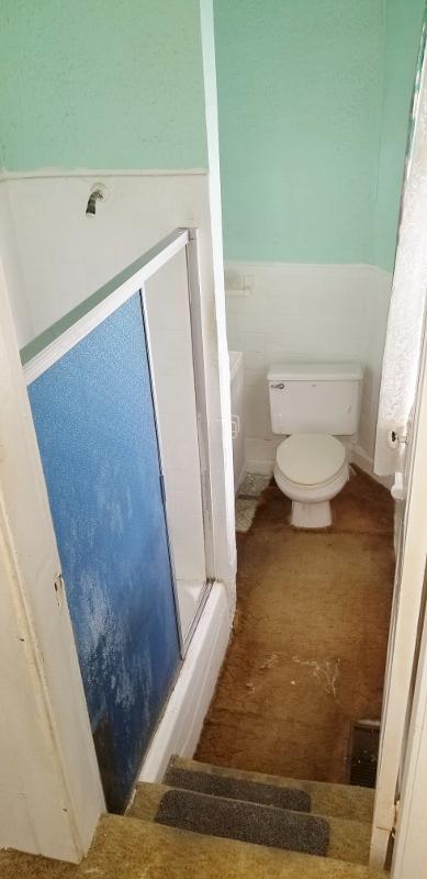 Winterized Full Bath Room